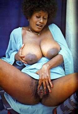 Mature african women exposing big..